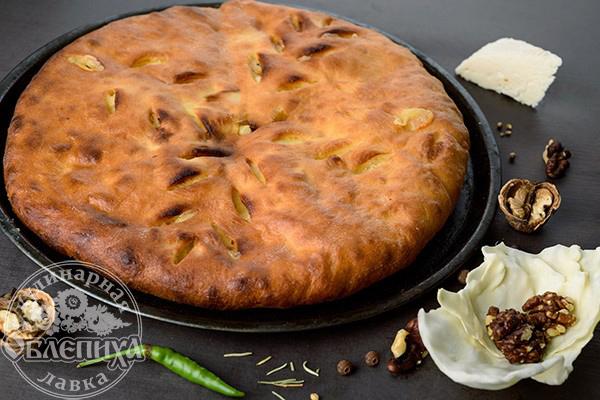 Кабускаджин с капустой, сыром и грецким орехом