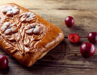 Пирог со сливой, 1200 гр. - 2450 тг.