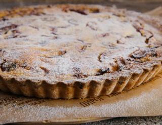 Французский пирог со сливой
